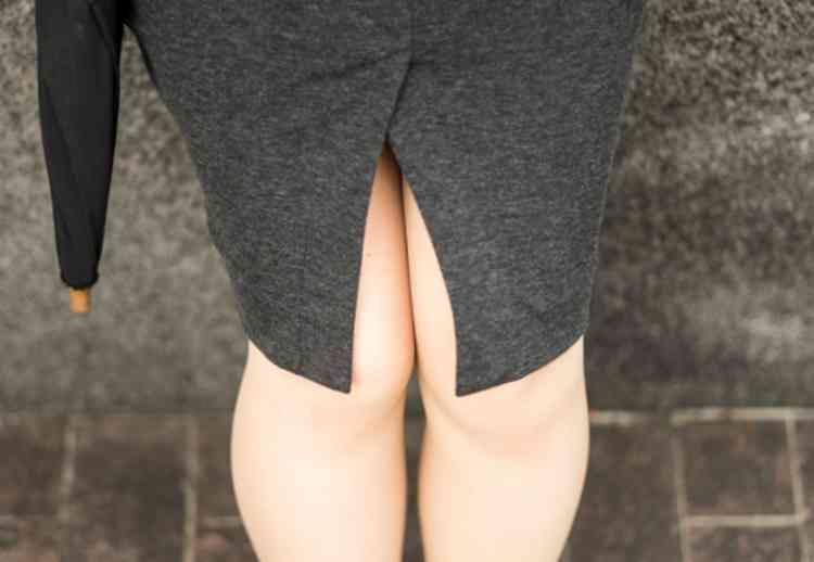 秘書室ひなのミニスカート
