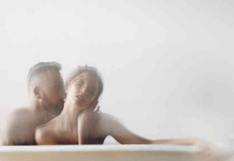 お風呂に入って洗いっこイメージ