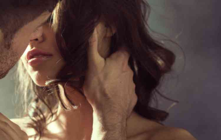 出会い系の女とキスイメージ