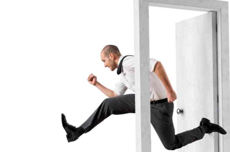 ダッシュでエレベーターに向かう