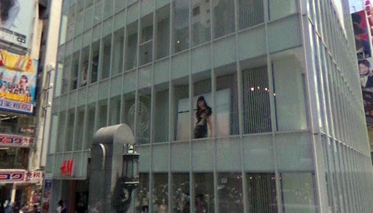 H&M戎橋店前
