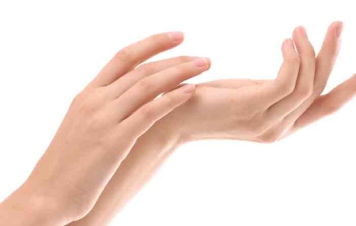 ゆきのさんの手