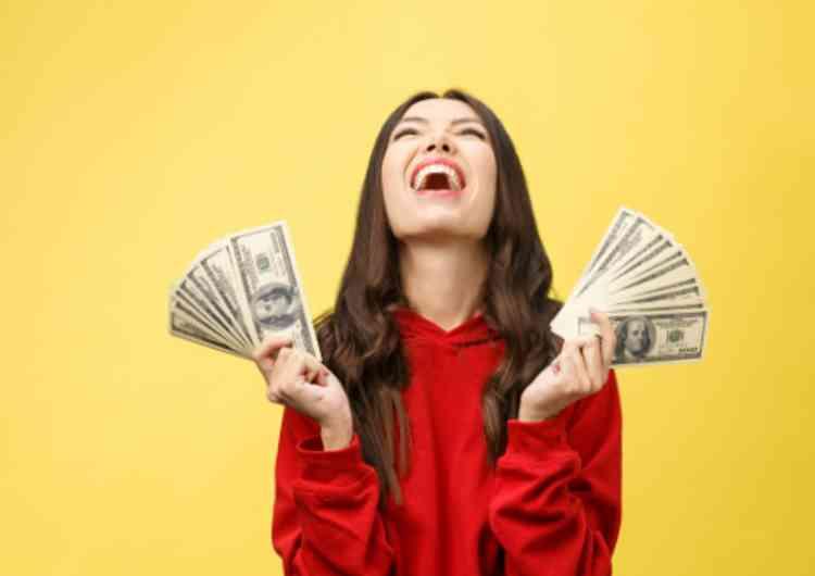 金で喜ぶ女