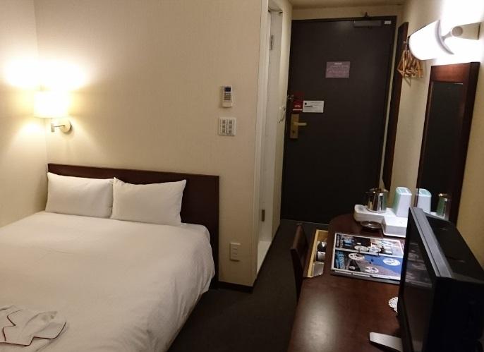 夕食後にホテルへ戻るひろし