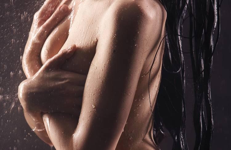 シャワー中の女